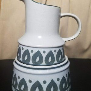 Vintage Fashion Manor Stoneware Cream & Sugar Set